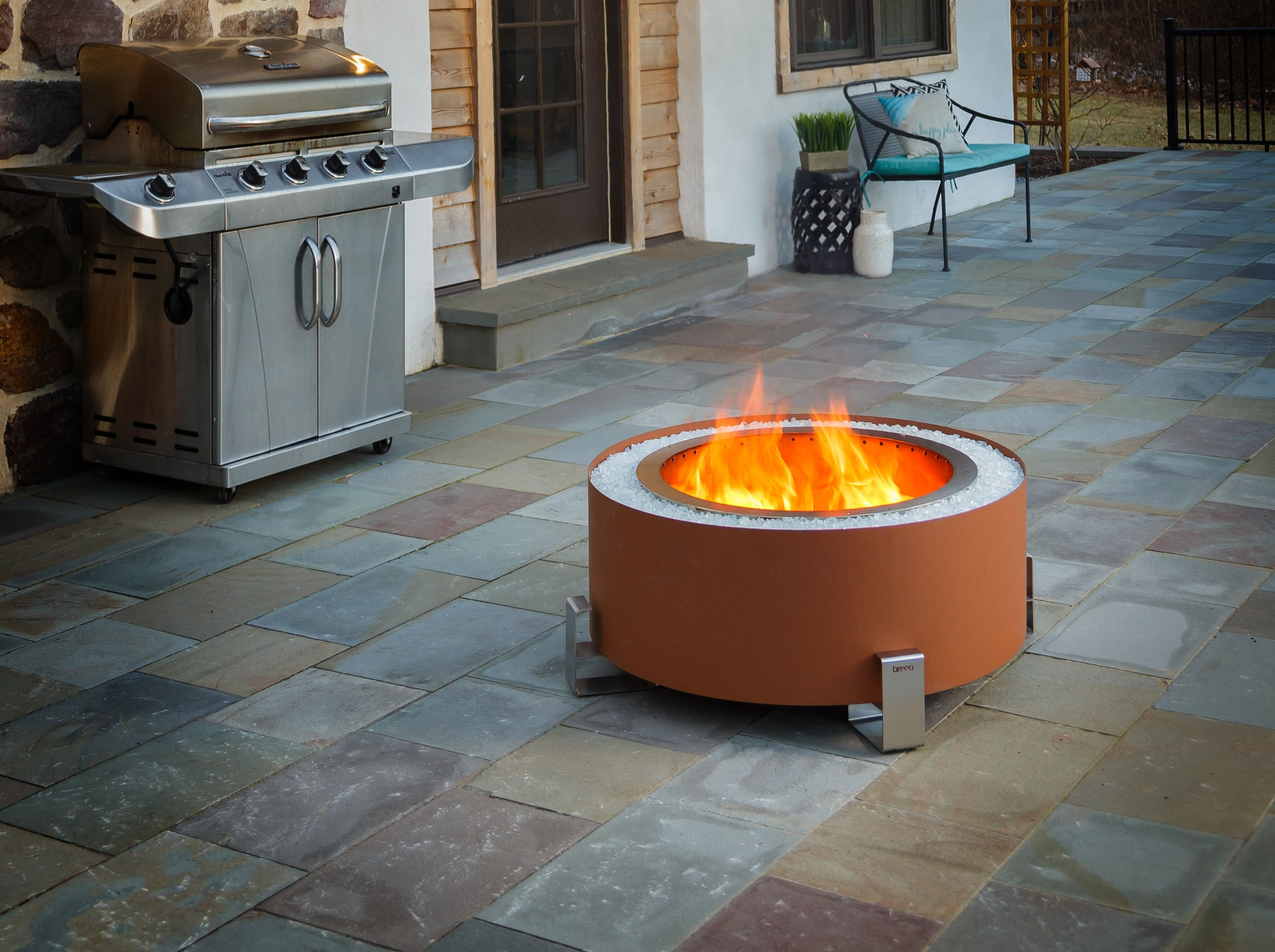 Luxeve Smokeless Fire Pit Red River Breeo