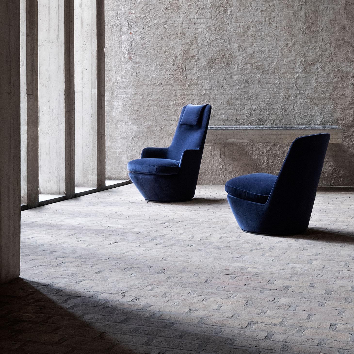 Hi Turn lounge chairs