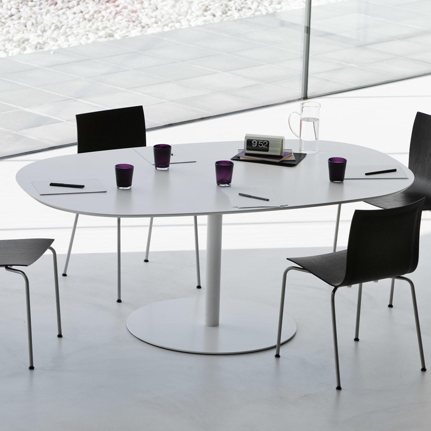 Rondo Oval Table