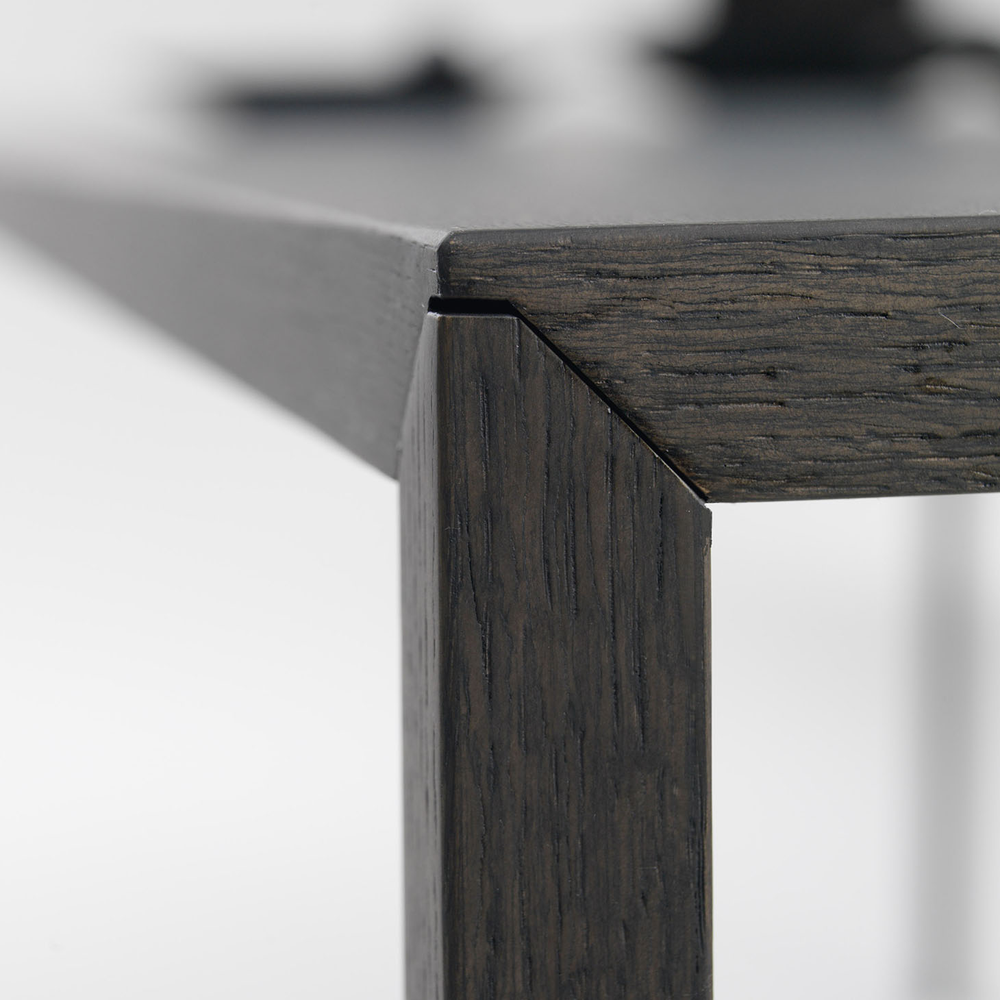 Slim Table Details