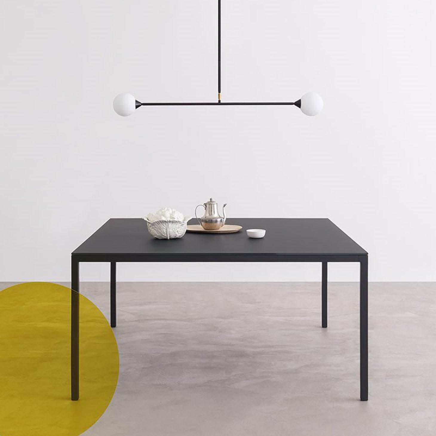 Helsinki 30 Table